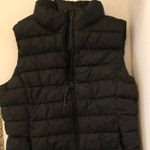 GAP BLACK PUFFER VEST - SIZE: SMALL